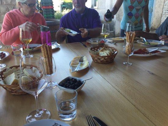 Korcula Island, Kroasia: Wine and snack tasting at Grk