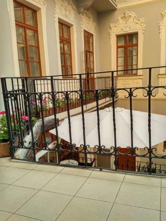 Hotel U Zlateho Jelena: Breakfast room - terrace