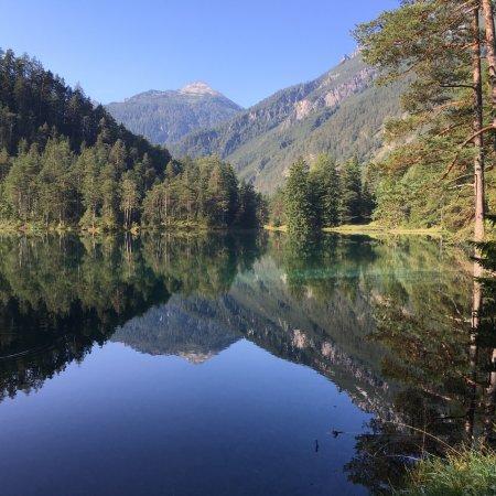 Nassereith, Αυστρία: Fernsteinseeの素晴らしい朝の佇まい