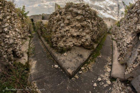 Alvito, Włochy: Sul camminamento superiore