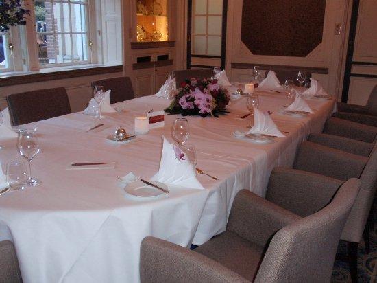 Santpoort-Noord, Holland: een gedekte tafel voor een zeer geslaagd diner