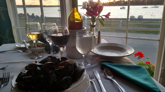 East Boothbay, ME: Dinner by the bay