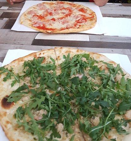 Albinea, Italia: Nét even anders dan een Nederlands pizza. Gelukkig wel.