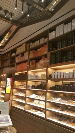 Smocking Lounge at Davidoff of Geneva Downtown - Picture of