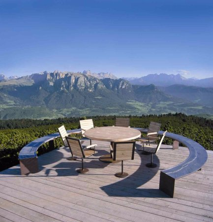 Soprabolzano, Италия: Tavolo Rotondo al Corno del Renon con vista panoramica alle Dolomiti