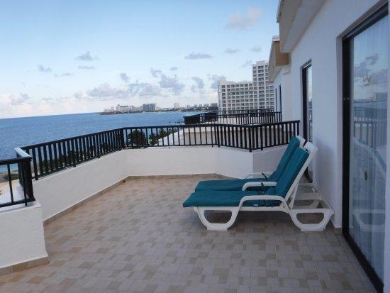 Hotel Riu Cancun: Room balcony