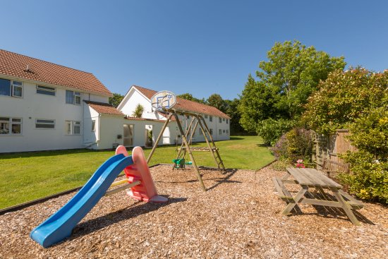 Ilex Lodge Self Catering Apartments: Ilex Lodge Childrens play area