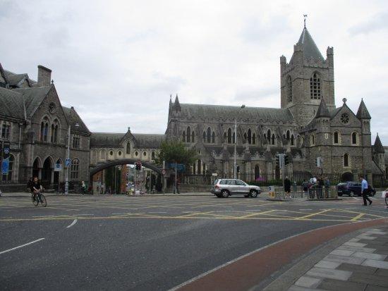 Christ Church Cathedral: Korhű minden kívül belül, tehát ott vagyunk az ír történelemben ha belépünk.
