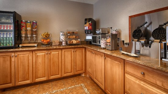 BEST WESTERN Bryson Inn : Rise and shine with complimentary breakfast every morning.
