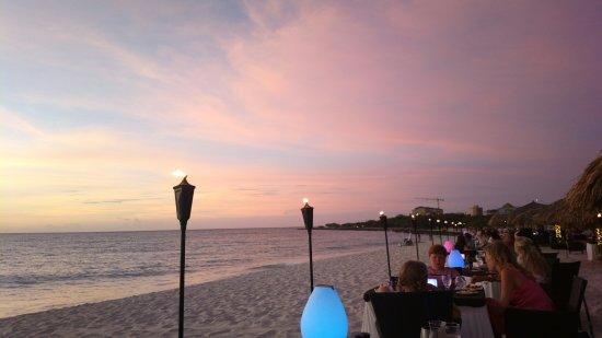 Passions on the Beach : Zonsondergang aan de zee