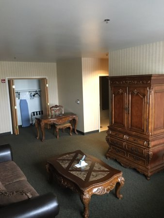 Mobridge, SD: King Suite Living Area