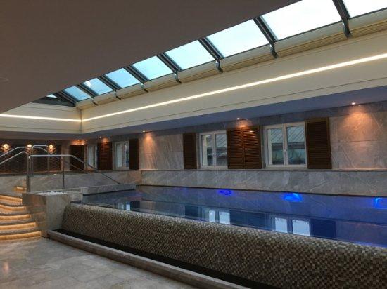 Four Seasons Hotel des Bergues Geneva: ジャグジー割と冷たいです