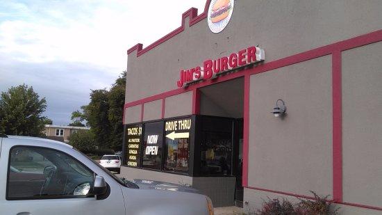 Le Mars, IA: The exterior of Jim's Burger