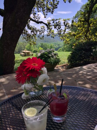 Walland, TN: Lunch and breakfast views, great way to start the day!