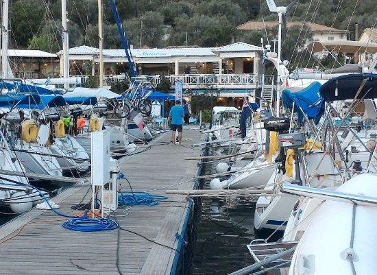 Sivota, Grécia: Banchina per barche del ristorante