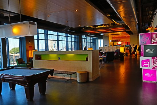Aloft Cleveland Downtown: This area is taken from the bar area and looks out to the registration.