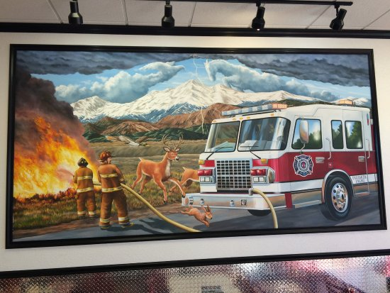 Thornton, Kolorado: Great hand painted photo.. that includes symbols of local Highschools