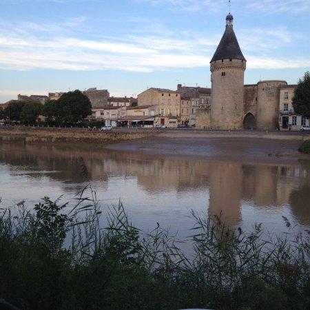 Libourne, France : La vue sur la Dordogne