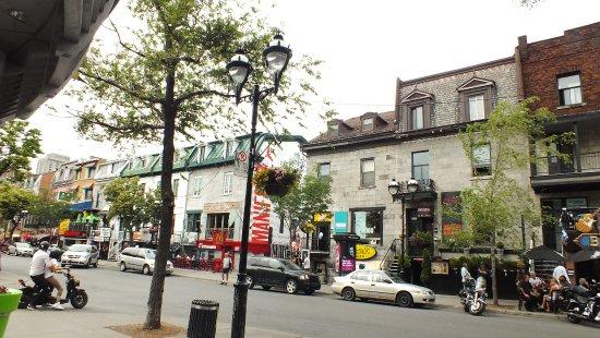 Latin quarter street bild von rue st denis montreal for Meubles montreal st denis