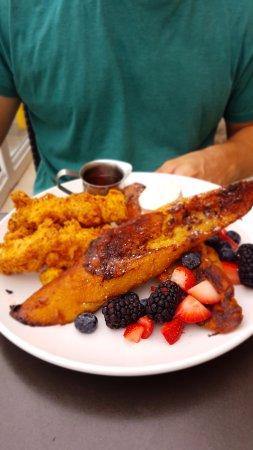 Marina del Rey, CA: Chicken & french Toast.