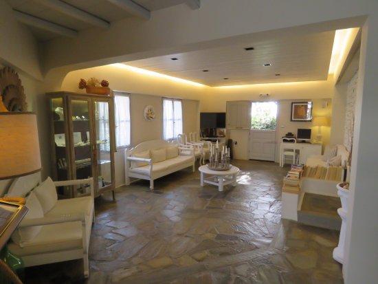 Karavostasis, Grecia: Reception