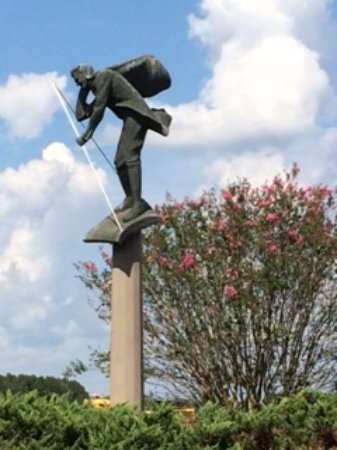 Americus, GA: A good depiction of the monument to honor Lindbergh.