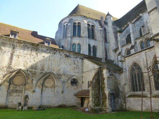 Noyon, Франция: Cloître traces des ailes détruites