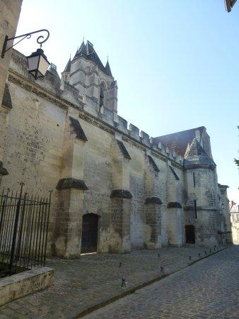 Noyon, Франция: Quartier canonial accès extérieur au cloître