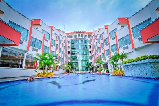 Hotel El Marques: Una vista panorámica del frente del hotel