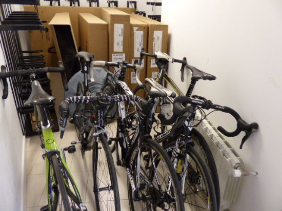 Biescas, España: garaje para bicicletas