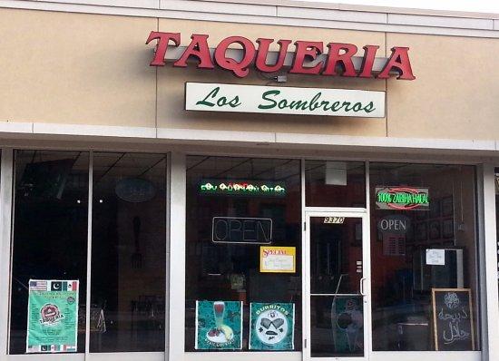 Des Plaines, IL: Front & entrance to Taqueria Los Sombreros