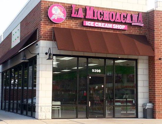 Des Plaines, IL: Front & entrance to La Michoacana Premium Ice Cream Shop