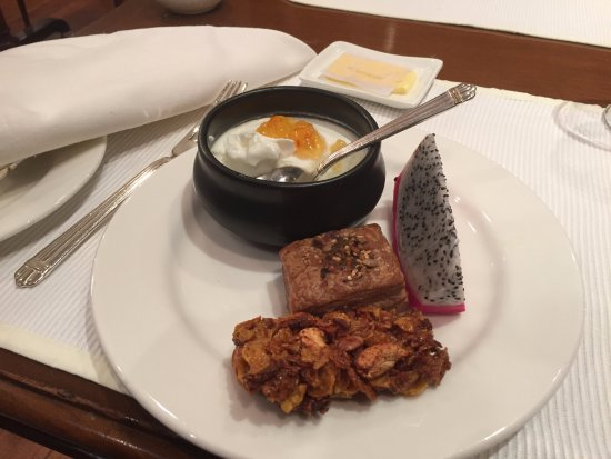 The Oberoi Grand: Yummy complimentary breakfast!