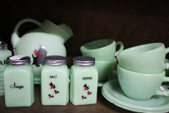 Green Cove Springs, FL: vintage dinner ware
