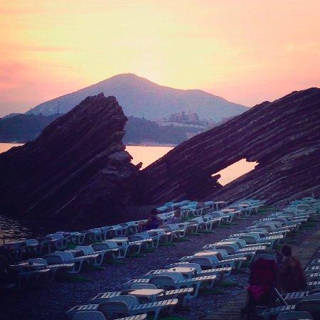 Rafailovici, Montenegro: Закат в сентябре. Очень романтично.