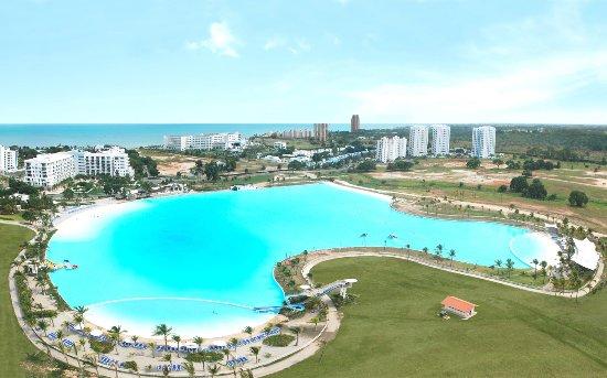 La piscina de agua salada m s grande de centroam rica for Piscina agua salada