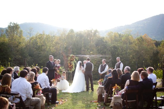 Jasper, Τζόρτζια: Our wedding in the middle of the vineyard. (Photo taken by Kelly Berry - Kelly Anne Photography)