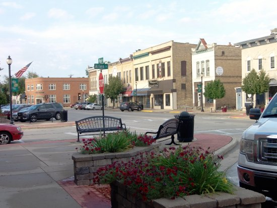 Mayville, WI: Benchs - to stop and converse with your neighbors - a dying art