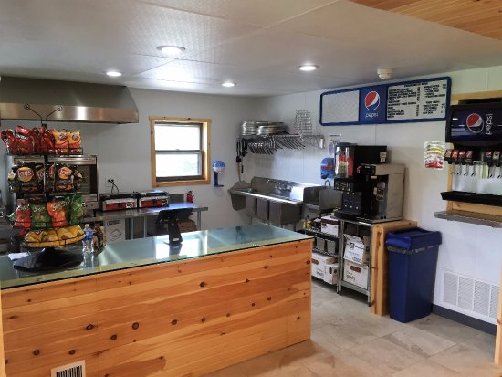McHenry, MD: Pristine open kitchen