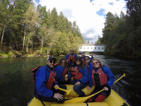 Monroe, Орегон: our group white water rafting...thanks for the picture, Tim!