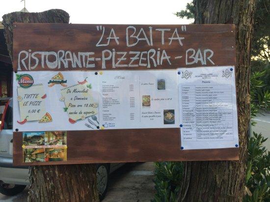 Porto Ceresio, Italia: bacheca entrata parcheggio ristorante