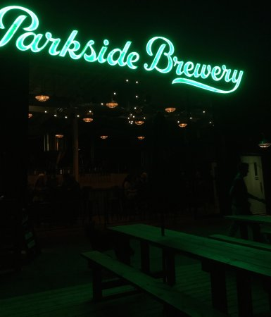 Port Moody, Canadá: Parkside by night