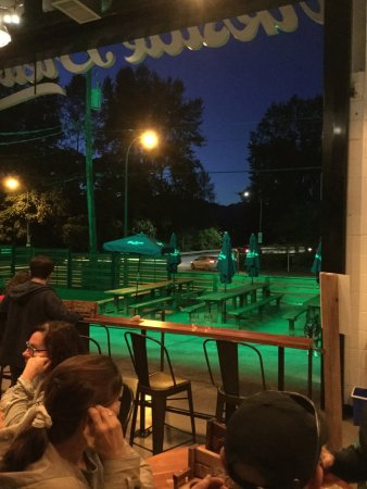 Port Moody, Canadá: The outdoor patio
