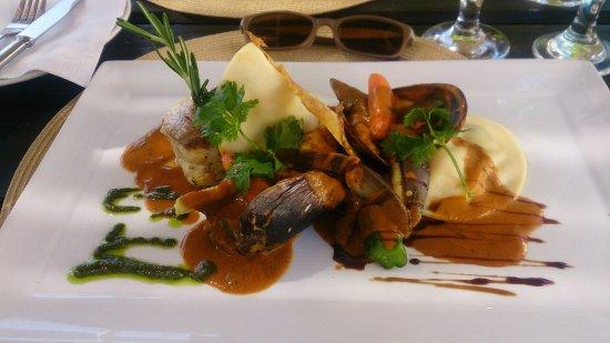 Swellendam, Republika Południowej Afryki: My wonderful fish dish with mussels and prawn ravioli