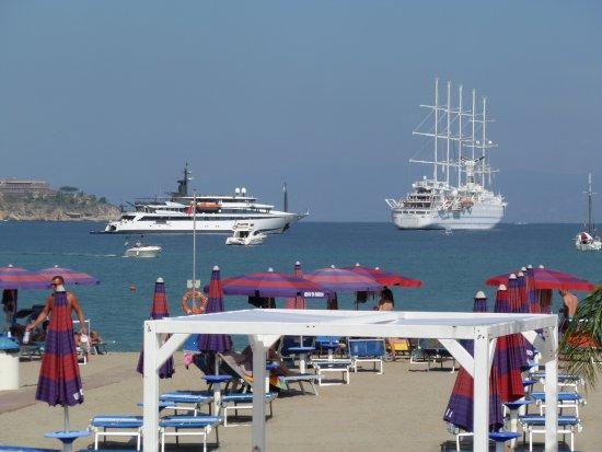 Giardini Naxos, Italia: Lido beach view