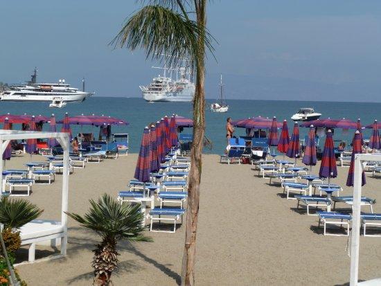 Giardini-Naxos, Italien: Lido beach view