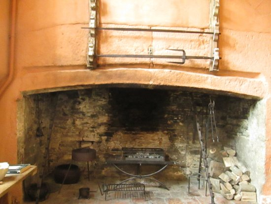 Yelverton, UK: Great Fireplace in Kitchen.