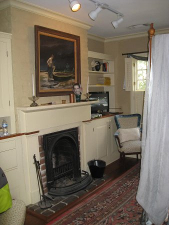 Armstrong Inns Bed and Breakfast: Fireplace in the bedroom