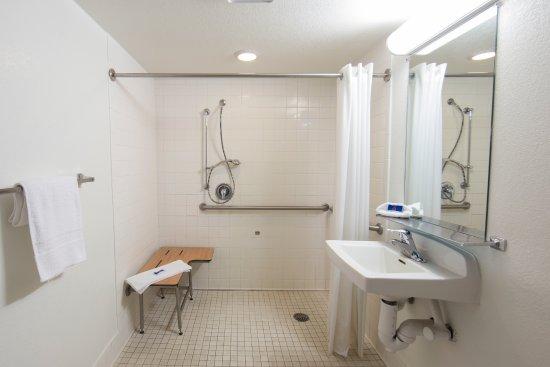 Motel 6 Weed - Mount Shasta: Bathroom