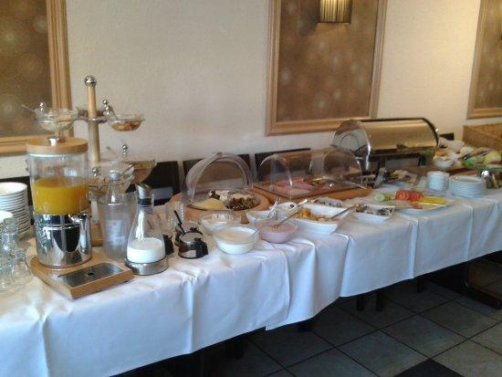 Hotel Pension Am Hafen: solides Frühstücksbüfett